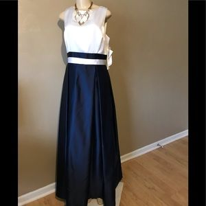 Ever Beauty navy/white gown size 12